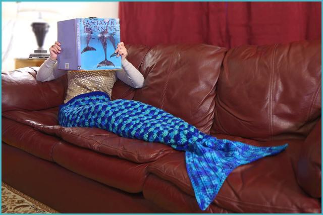 Under the Sea Mermaid Blanket YARNutopia by Nadia Fuad