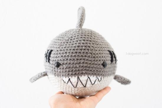 Hammerhead Shark Amigurumi : Shark Week Crochet Round-Up YARNutopia by Nadia Fuad